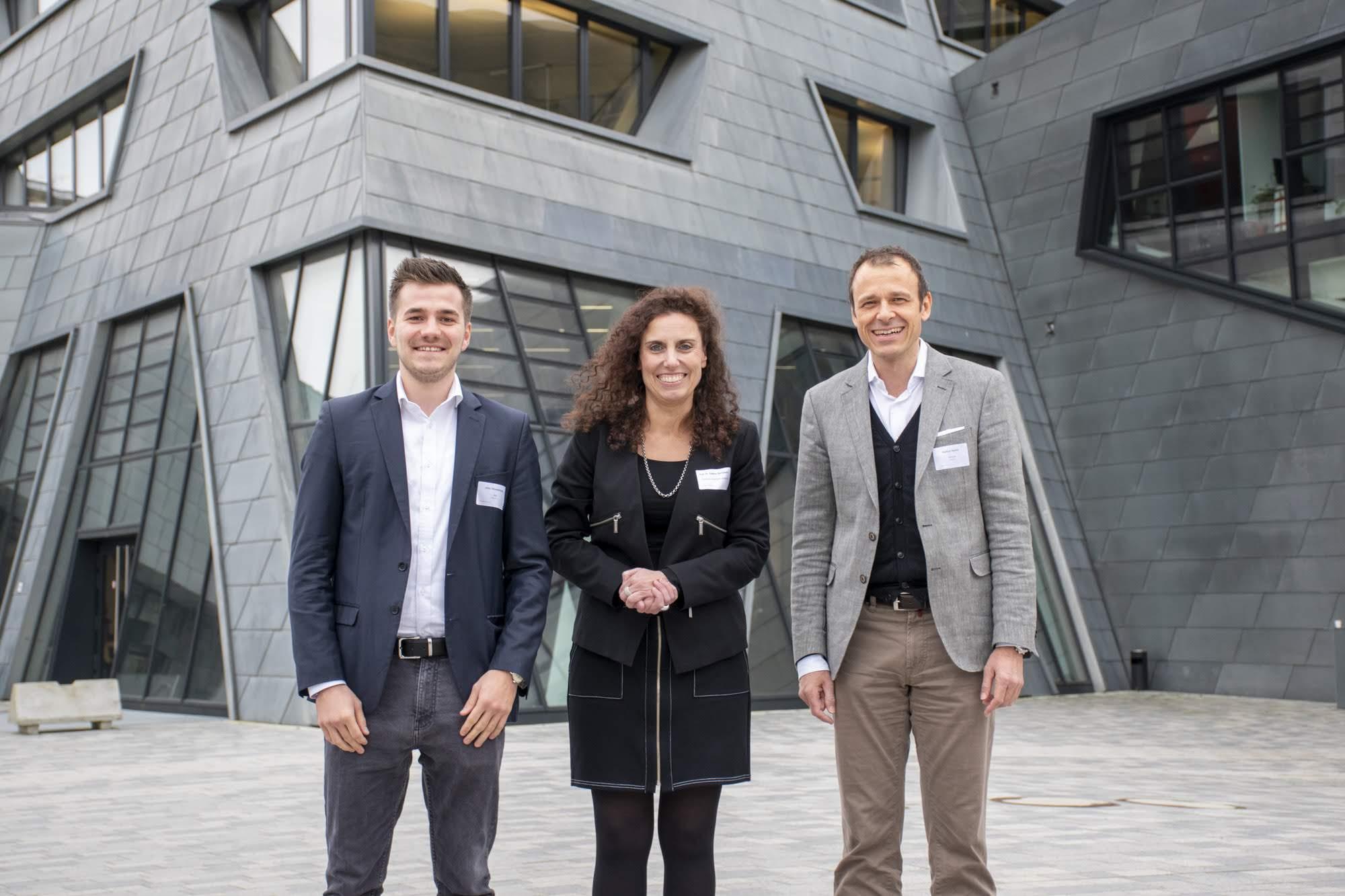 Gemeinsam für die positiven Möglichkeiten von KI und digitaler Performance: Markus Hacker, NVIDIA, Jelko Münsterkötter, IBM Watson, und Prof. Dr. Sabine Remdisch, Leiterin der LeadershipGarage